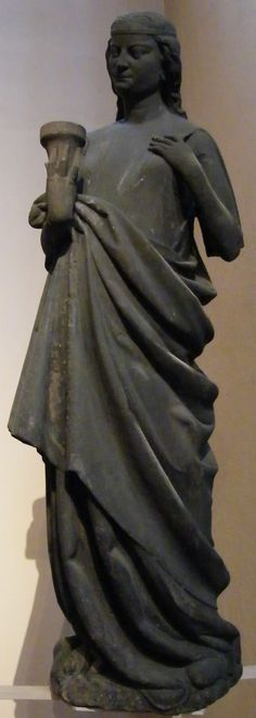 women's 13th century clothing. sculptures from notre dame de