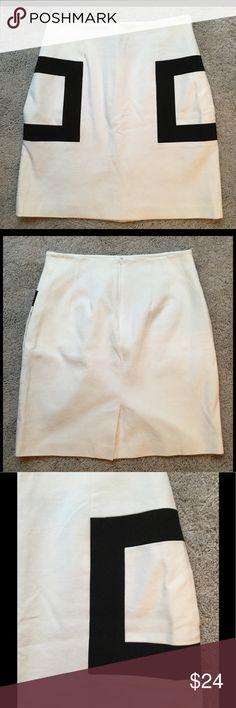 NWOT J. McLaughlin Black White Pocket Skirt Sz 10 NWOT J.McLaughlin Black White Pocket Skirt Size 10.  Brand new!!! Super cute!!! J. McLaughlin Skirts Mini