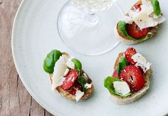 Parmesan crostini with strawberries #starter #delicious #food #inspiration
