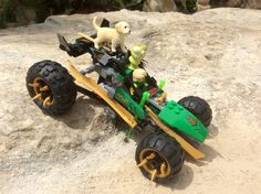 Little Alien and Boots get a ride with Lloyd from Lego Ninjago - Masters of Spingitzu.
