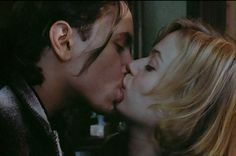 River Phoenix (James Wright) and Samantha Mathis (Miranda Presley) in The Thing Called Love