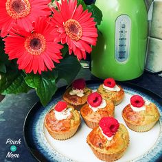 Raspberry and White Chocolate Muffins - Pinch Of Nom Slimming Recipes Slimming World Desserts, Slimming World Recipes Syn Free, Syn Free Desserts, Low Syn Treats, Raspberry And White Chocolate Muffins, Best Diets To Lose Weight Fast, Christmas Party Food, Baking Recipes, Baking Ideas
