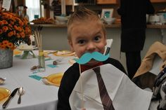 Pasándolo genial en una fiesta mostacho! / Having a blast at a moustache party!