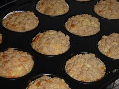 Leckere Apfel – Streusel – Muffins Delicious apple crumble muffins, a very nice recipe in the category of cakes. Apple Crumble Muffins, Apple Cinnamon Muffins, Oatmeal Muffins, Muffin Recipes, Baking Recipes, Healthy Muffins, Sweet And Spicy, Food And Drink, Pink Grapefruit
