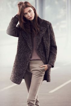 Mango's tweed coat for a sophisticated tomboy look. Style Work, Style Désinvolte Chic, Mode Style, Karlie Kloss, Fashion Mode, Womens Fashion, Fashion Trends, Casual Chic, Work Casual