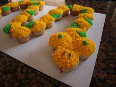 Snake cupcake cake.