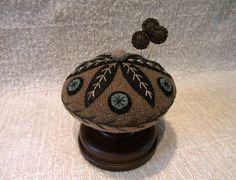 Primitive Wool Applique Folk Art Pincushion Wooden Base Make-Do Pinkeep USAPRIM in Antiques | eBay