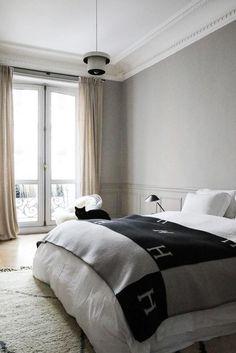 Chambre parentale Plaid Hermès Chat Appartement Paris Marianne Fersing