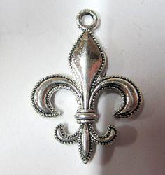 6 Beautiful Fleur de lis Earring or Charm by vintagejetpatterns, $3.60