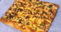 Turks brood met kaas en knoflookpeterselieboter – Kitchenista Feeding A Crowd, Superfoods, Quiche, Vegetable Pizza, Pasta, Bread, Cheese, Snacks, Baking
