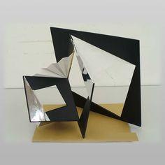 入試 « 美術学部デザイン・工芸科デザイン専攻 | 美術研究科デザイン領域 ≪ 愛知県立芸術大学 Sculpture Art, Sculptures, Abstract Pencil Drawings, Aichi, Paper Models, 3d Design, Architecture, Pattern, Aesthetics