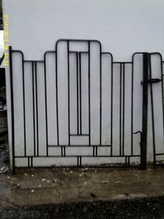 New Art Deco Metal Screen Wrought Iron 60 Ideas Metal Gates, Metal Screen, Wrought Iron Gates, Metal Fence, Casa Art Deco, Art Deco Home, Home Art, Balustrade Balcon, Balustrades