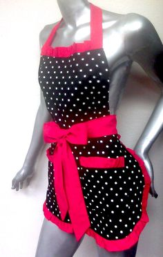 Love a cute apron! This easy shop has a bunch of cute retro aprons!
