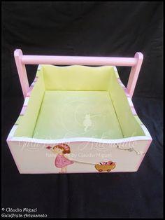 A cesta para produtos de higiene.