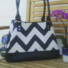 Black & white chevron Ethel tote.  Pattern by Swoon.  Made by syacreations.