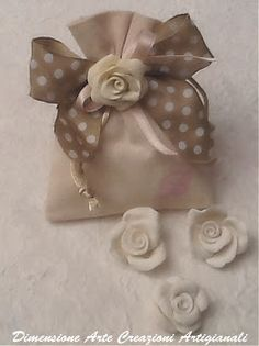 Creazioni Artigianali.....Dimensione Arte.....Linea country deby e mamy Wedding Cake Boxes, Wedding Bag, Baby Wedding, Wedding Candy, Wedding Favors, Lavender Bags, Lavender Sachets, Diy Projects To Try, Crafts To Make