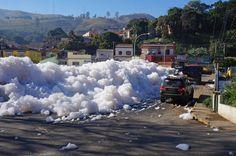 Rafael Pacheco/Prefeitura de Pirapora do Bom Jesus/Divulgação - Moradores de Pirapora do Bom Jesus, na Grande São Paulo, estão preocupados com o nível de espuma no Rio Tietê