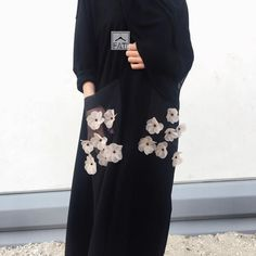 See how just one detail changes the . Abaya Fashion, Muslim Fashion, Modest Fashion, Fashion Outfits, Modest Wear, Modest Dresses, Modest Outfits, Womens Fashion Online, Latest Fashion For Women