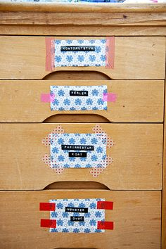 Tan sencillo como hacer etiquetas y sujetarlas con washi tape