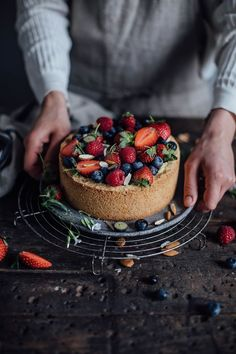 Vegan Baileys Almande Cheesecake - Our Food Stories Baileys Cheesecake, Vegan Cheesecake, Cheesecake Recipes, Healthy Dessert Recipes, Vegan Desserts, Cupcake Recipes, Vegan Recipes, Vegan Sweets, Vegan Food