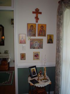 icon corner - at the core, our lady on the left, face of Christ on the right, suffering Christ top centre