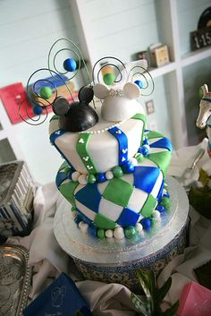 Love the disney cake not the colors or design but yes to the topper!!!