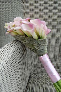 Pink Calla bouquet ~ floral designer Danielle van der Lee-Bosveld, of Meesterlijk Groen flower shop | www.MeesterlijkGroen.nl