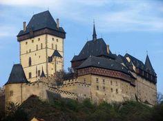 Karlštejn Castle near Prague, Czechia Beautiful Castles, Beautiful Buildings, Beautiful Places, Monuments, Castle Illustration, Prague Czech Republic, Central Europe, Kirchen, Eastern Europe