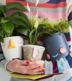 DIY face planters from Oh Happy Day (and other DIY holiday gift ideas that don't suck) Clay Crafts, Diy And Crafts, Crafts For Kids, Crafts To Sell, Face Planters, Diy Planters, Planter Ideas, Diy Holiday Gifts, Diy Gifts