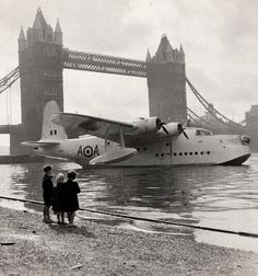 The Sunderland Mk.V pictured was moored at the Tower Bridge for Battle of Britain commemorations and belonged to the RAF Flying Boat No.201 Squadron. During WW2, No.201 Squadron initially operated the Saro London flying boat before switching to the much larger long range Short Sunderland, which remained in service until 1957.