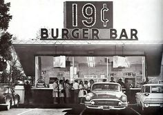 What fast food chains began to franchise in the 1950s?