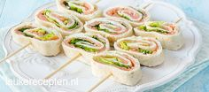 Tortilla rolletjes met zalm - Leuke recepten Birthday Snacks, Party Snacks, Tapas, High Tea Food, Lunch Wraps, Go For It, Tea Recipes, Pasta Recipes, Diy Food