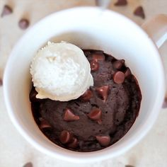 in a Mug This single serving Mug Brownie is fudgy, delicious and ready in minutes!This single serving Mug Brownie is fudgy, delicious and ready in minutes! Mug Brownie Recipes, Mug Recipes, Baking Recipes, Dessert Recipes, Brownie In A Mug Recipe Microwave, Gluten Free Brownie In A Mug, Microwave Cookies, Easy Microwave Recipes, Chocolate Chip Mug Cake