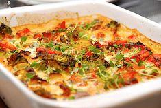 Pikant kylling i fad - nem opskrift med flødeost via @madensverden Dessert Recipes, Desserts, Vegetable Pizza, Quiche, Yummy Food, Healthy Recipes, Healthy Food, Breakfast, God Mad