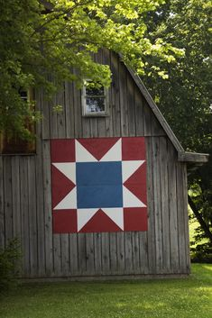 Powergate Webmail :: 10 Barn quilts Pins to check out Barn Quilt Designs, Barn Quilt Patterns, Quilting Designs, Quilting Ideas, Amish Barns, Old Barns, Country Barns, Wooden Barn, Rustic Barn