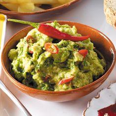Guacamole selber machen – so geht's Make guacamole yourself – this is how it works – guacamole Authentic Guacamole Recipe, Guacamole Recipe Easy, Fresh Guacamole, How To Make Guacamole, Homemade Guacamole, Avocado Recipes, Guacamole Dip, Avocado Dessert, Avocado Toast