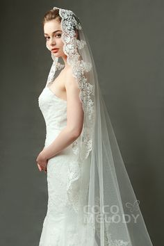Queenly One-tier Lace Edge Tulle Ivory Chapel Veils with Appliques Wedding Girl, Wedding Veils, Dream Wedding Dresses, Bridal Veils, Wedding Ideas, Chapel Length Veil, Chapel Veil, Mantilla Veil, Gold Bridesmaid Dresses