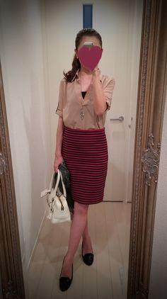 Beige blouse + striped skirt + white bag + black shoes - http://ameblo.jp/nyprtkifml