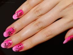 Ida-Marian kynnet / Pink gradient with black details / #Nails #Nailart