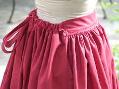 Might make a good maxi skirt pattern Show Tell Share: How to Make an Easy Pioneer Trek Skirt. i like how its flat in front but has elastic or drawstrings in the back Diy Clothing, Sewing Clothes, Clothing Patterns, Pioneer Dress, Pioneer Costume, Pioneer Clothing, Costume Patterns, Apron Patterns, Period Outfit
