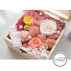 Rose in a box  進口花材保鮮處理 附送絲帶 心意咭 視乎天氣 一般可存放3-5年不變  歡迎訂購  #永生花#保鮮花#不凋花#preservedflower #littleprince#littleflorist#florist#rose#flower #valentine #valentineday by little.florist