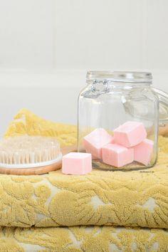 Gommage au sucre : Cube de sucre exfoliant - DIY Beauté - Yearn