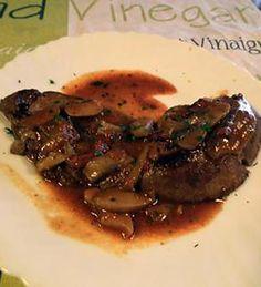 Foie de boeuf, sauce tomate champignons oignons Sauce Tomate, Foie Gras, Charcuterie, Venison, Beef Recipes, Food And Drink, Pork, Chicken, Meat