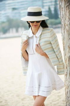 Are you under Looking for petite fashion advice? Check your wardrobe right now and make sure you have these 8 stylish petite staples. Pear Shaped Celebrities, Pear Shaped Women, Hipster Outfits, Summer Fashion Outfits, Fashion Pants, Pear Shaped Dresses, Pear Shaped Outfits, Stylish Petite, Best Blazer