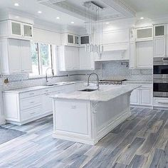 Kitchen decor and kitchen ideas for all of your dream kitchen needs. Modern kitchen inspiration at its finest. Home Decor Kitchen, Diy Kitchen, Home Kitchens, Beach House Kitchens, White Kitchen Cabinets, Kitchen With Granite Countertops, Dream Kitchens, Kitchen Hacks, Kitchen Furniture