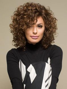 Ellen Wille hairpower JAMILA Curly Hair With Bangs, Haircuts For Curly Hair, Curly Hair Cuts, Curly Bob Hairstyles, Short Curly Hair, Short Hairstyles For Women, Hairstyles With Bangs, Short Hair Cuts, Curly Hair Styles
