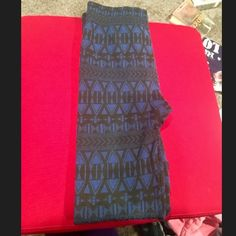 Fleece Lined Aztec Print Leggings Worn maybe once, just been sitting in my closet. Really warm and comfortable Forever 21 Pants Leggings
