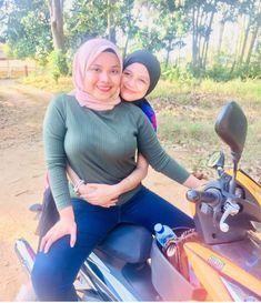 Tiche ira — Montot bleh pegi jauh x? Casual Hijab Outfit, Hijab Chic, Muslim Girls, Muslim Women, Hijab Jeans, Muslim Beauty, Beautiful Hijab, Mode Hijab, Biker Girl