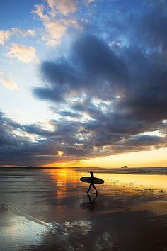 Surfers at Belhaven Bay, near Dunbar, Scotland. Soul Surfer, Ocean Shores, Surfing Pictures, Sky Sea, Surfs Up, Surf Girls, Surfers, Great Pictures, Landscape Photography