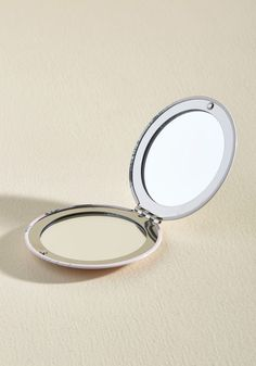 So Mirror Yet So Far Compact. Keeping this compact in your purse is like carrying your kittens with you wherever you go! #white #modcloth